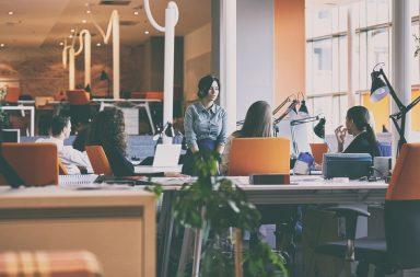 Odpowiednia aranżacja wnętrza w firmie pozytywnie wpływa na relację z klientem