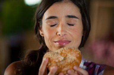 Idąc miastem czujesz zapach z piekarni i już masz ochotę na świeże pieczywo? Tak właśnie działa marketing zapachowy!