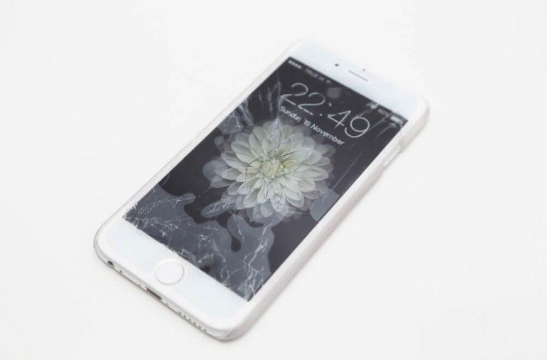 Pęknięta szybka w i-Phonie Wymień ją w pogwarancyjnym serwisie Apple!