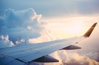 Loty z Warszawy do Wrocławia: ile trwają, ile kosztuje bilet lotniczy, czy się opłaca?