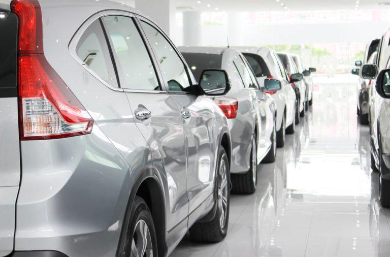Profesjonalny salon samochodowy – poznaj droge od wejscia do salonu az do wyjazdu nowym samochodem